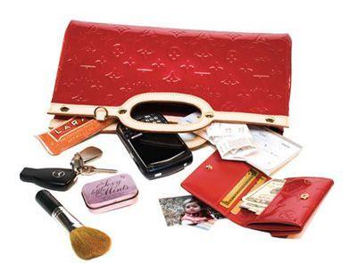 ملزومات داخل کیف برای یک خانم باکلاس