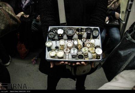 عکسهای دست فروشی خانم های جوان و خوشگل در مترو تهران