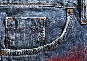 علت وجود دکمه های کوچک در کنار جیب شلوار لی چیست؟