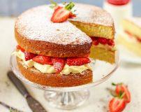 طرز تهیه کیک کلاسیک با توت فرنگی