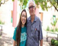 این دختر خوشگل با پدربزرگش در یک کالج درس می خوانند + تصاویر