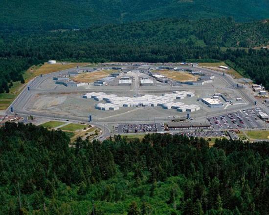 زندان های جالب جهان با قوانین عجیب و غریب + تصاویر