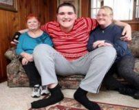قد پسر 15 ساله دو برابر یک انسان معمولی است + تصاویر
