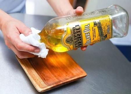 براق کردن ظرف های چوبی در آشپزخانه