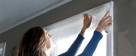 عایق بندی پنجره ها و بستن درز زیر درب ها در زمستان