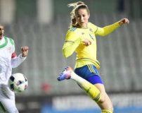 عکس های مسابقه تیم فوتبال زنان ایران با تیم بانوان سوئد