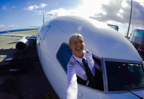شرح زندگی و آلبوم عکس های زیباترین خلبان زن جهان