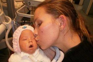 نوزاد مرده در سردخانه بیمارستان زنده شد + تصاویر