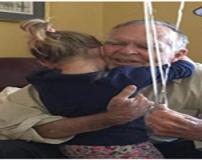دوستی عاشقانه و عجیب پیرمرد با یک دختر بچه