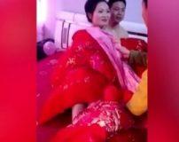 فیلم شب زفاف عروس و داماد چینی جلوی چشم مهمانان