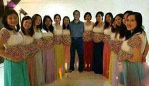مردی که 13 همسرش را در یک شب باردار کرد + تصاویر