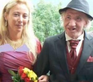 تصاویر شب زفاف و عروسی زن خوشگل با پیرمرد از کار افتاده