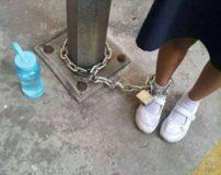 بستن پا با قل و زنجیر تنبیه بی رحمانه مادر برای دخترش