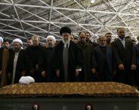 تصاویر خداحافظی رهبر انقلاب با پیکر آیت الله هاشمی