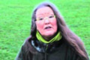 زنی با گیاه مارچوبه پیش گویی های عجیبی می کند + تصاویر