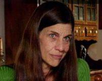زنی که به خوردن ادرار خود اعتیاد پیدا کرده است + تصاویر