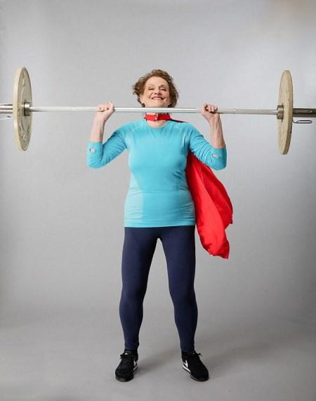 پیرترین وزنه بردار زن,پیرترین وزنه بردار زن با 74 سال سن, وزنه برداری زن ۷۴ ساله انگلیسی,زن ۷۴ ساله حرفه ای وزنه برداری میکند,وزنه برداری زن ۷۴ ساله انگلیسی