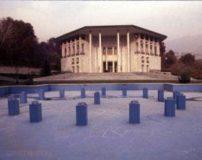 عکس های ورود انقلابیون به کاخ شاه در روز 22 بهمن 57
