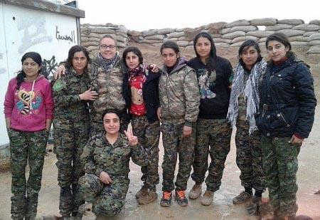 دختر زیبای انگلیسی در خط مقدم جنگ با داعش + تصاویر
