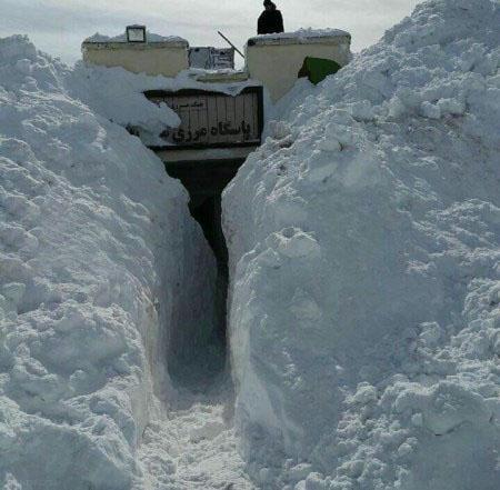 پاسگاه مرزی بانه در زیر خروارها برف + تصاویر