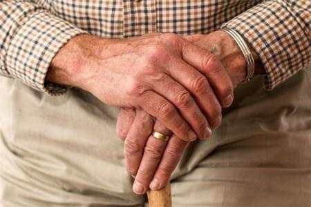 لرزش دست ها نشانه چیست