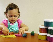 خمیر بازی و خطرات آن برای کودکان