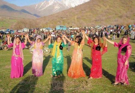 رقص کردی زنان بی حجاب با مردان در مریوان + تصاویر