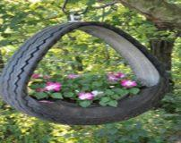 ساخت گلدان با تایر های کهنه در باغچه