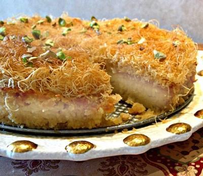 طرز تهیه کیک کادایف با گردوی خرد شده