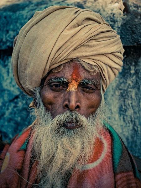طراحی و ترسیم نقاشی بر چهره های مقدس هندو