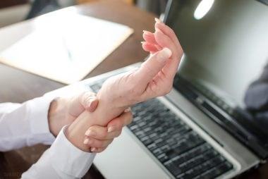 6 درمان خانگی برای سندروم تونل مچ دست یا کانال کارپ