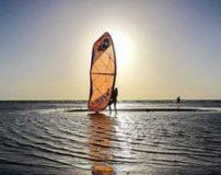 لذت موج سواری با ورزش کایتینگ (عکس)