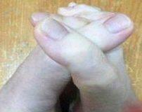 دختری با درازترین انگشتان پا در جهان + تصاویر