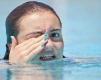 عوارض خوردن آب استخر + مضرات آب استخر