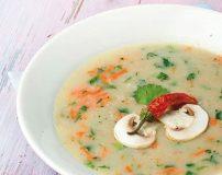 طرز تهیه سوپ سفید با قارچ و خامه