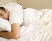 فواید برهنه خوابیدن زن و شوهر کنار هم + برهنه خوابیدن چه فوایدی دارد؟