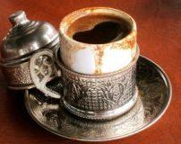 طرز تهیه قهوه ترک با قهوه جوش دستی روی گاز (آموزش تصویری)