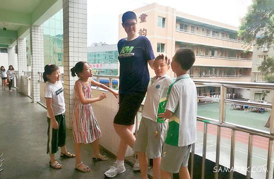 قد بلندترین پسر دنیا با 3 متر قد + تصاویر