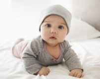 کلیپ آموزشی تعویض و بستن کهنه نوزاد در 1 دقیقه