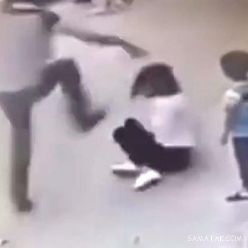 کلیپ کتک زدن زن توسط همسرش در خیابان شلوغ (18+)
