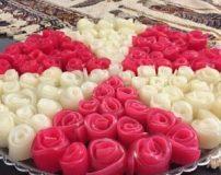 طرز تهیه ژله رولی دو رنگ به شکل گل رز