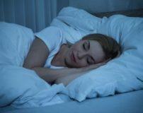 معایب خوابیدن با سوتین در شب | فواید خوابیدن بدون سوتین برای زنان