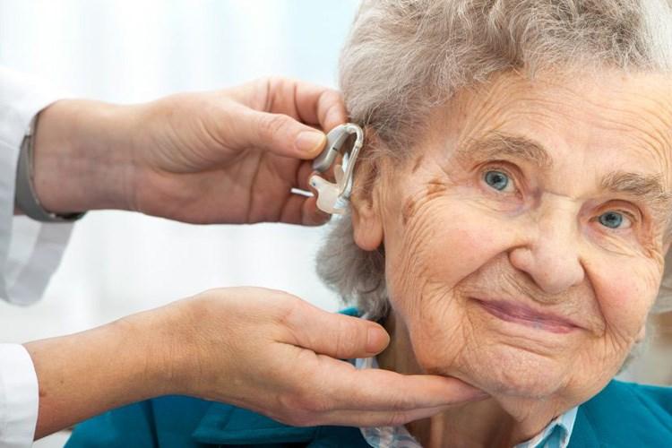 پیرگوشی در سالمندان و نیاز آنها به سمعک