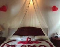 تزیین تخت خواب عروس با تور برای شب عروسی